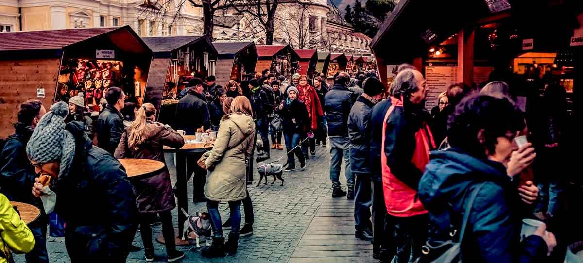 mercatini natale merano - folla